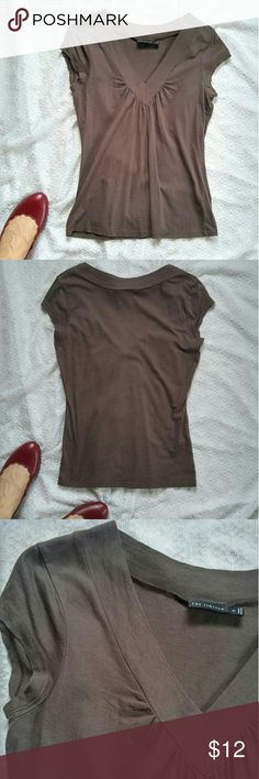 "The Limited Brown Tee Size Medium Lovely cool chocolate brown tee in a soft fabric. Even coloring, no fading. V-neck Gather detailing at the bust? Excellent used conditon, no notable flaws 57% cotton, 43% modal, lovely soft texture? 17.75"" armpit to armpit 25.5"" long shoulder to hem The Limited Tops Tees - Short Sleeve"