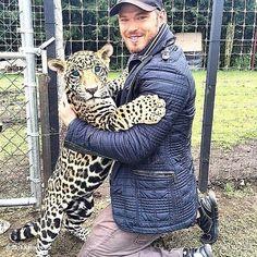 Kellan Lutz no The Black Jaguar-White Tiger Foundation (10-10-2014