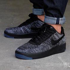 463 vind-ik-leuks, 19 reacties - Sneaker District (@sneakerdistrict) op Instagram: 'Nike WMNS Air Force 1 Flyknit Low Black/Black-White online and in store now.'