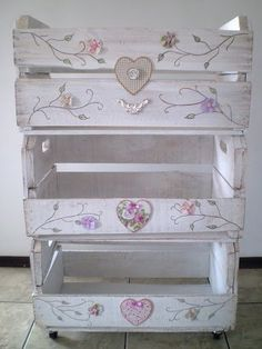 This is so pretty! I'm going to have to find some wooden crates like these and make my own shabby chic masterpiece!