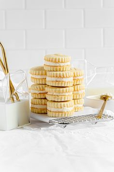 These vanilla creme sandwich cookies are SO GOOD. This dessert features vanilla wafer cookies that are light and buttery with a bright hint of lemon, and a luscious vanilla creme filling! Serve these homemade Golden Oreos at baby showers, wedding showers, graduations, Mother's Day, and PTA teacher appreciation luncheons. Vanilla creme cookies are easy to make! Mix the dough. Cut out wafer cookies. Bake 14 minutes. Assemble sandwich cookies with a delicious vanilla frosting. irresistible! Delicious Cookie Recipes, Easy Cookie Recipes, Yummy Cookies, Dessert Recipes, Wafer Cookies, Sugar Cookies, American Cookie, Vegetarian Desserts, Skillet Cookie