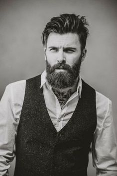 When beard paired with wrong hairstyle or face structure, it can be disastrous. Keep yourself updated with the Latest Modern Beard Styles For Men. Modern Beard Styles, Beard Styles For Men, Hair And Beard Styles, Hipster Stil, Hipster Man, Hipster Ideas, Trending Beard Styles, Bart Styles, Beard Look