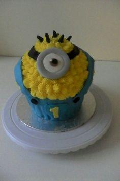 Minion smash cake!