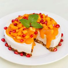 Raw Vegan Gluten free Perisimmon Cheesecake - This cheesecake is defined by its is bright color and divine creamy texture. Raw Vegan Desserts, Raw Vegan Recipes, Vegan Dessert Recipes, Vegan Cake, Vegan Gluten Free, Vegan Food, Candida Recipes, Healthy Recipes, Vegan Sweets
