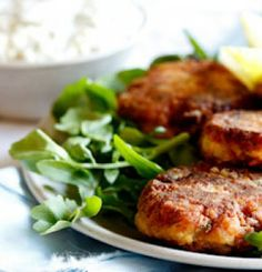 Delicious smoked snoek fish cakes uses a uniquely South African fish to make a homey comfort food even better when served with tartar sauce. Cheesy Recipes, Fish Recipes, Seafood Recipes, Smoker Recipes, Asian Recipes, Recipies, Quick Pickled Red Onions, Fish Cakes Recipe, Onion Relish
