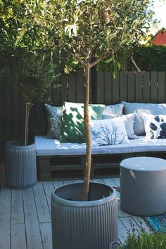 http://boligmagasinet.dk. Seating on patio/decking