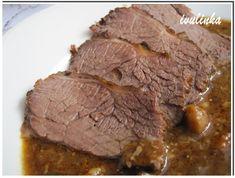 Maso alespoň den dopředu prošpikujeme špekem a stáhneme provázkem do pevného tvaru, osolíme, opepříme čerstvě drceným pepřem, potřeme olejem,... Food 52, Steak, Paleo, Beef, Cooking, Diet, Meat, Kitchen, Steaks