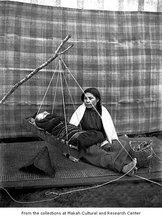 Mary Butler with her infant Lyda in a traditional cradle. Photograph probably taken on the Makah Indian Reservation. ** The cradle looks so strong, sturdy and comfortable. Native American Images, Native American Wisdom, Native American Beauty, American Spirit, American Indian Art, Native American History, Native American Indians, Native Americans, Indiana