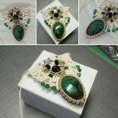 Macrame pendant with beautiful Chrysocolla gemstone Lsd Art, Art Work, Bracelet Watch, Gemstone Rings, Creations, Gemstones, Pendant, Bracelets, Accessories