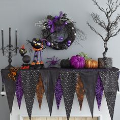 Play up the fun side of Halloween with Glittered Pumpkins and some not-too-scary characters. Halloween Birthday, Halloween House, Holidays Halloween, Spooky Halloween, Happy Halloween, Hallowen Ideas, Diy Halloween Decorations, Halloween Themes, Diy Halloween Banner