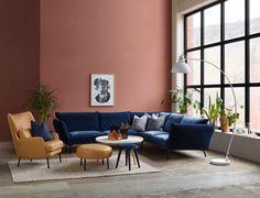 Skal du kjøpe sofa eller gardiner snart? Forbered deg på å møte mye velur; tekstilet som gir assosiasjoner til oldemors stuer så vel som et luksuriøst moderne hotell. Nå er det toppaktuelt for alle.  I interiørbransjen seiler velurtekstiler oppover bestselgerlistene og rykker inn i de tusen hjem som trekk på sofaer og stoler. Sengegavler …