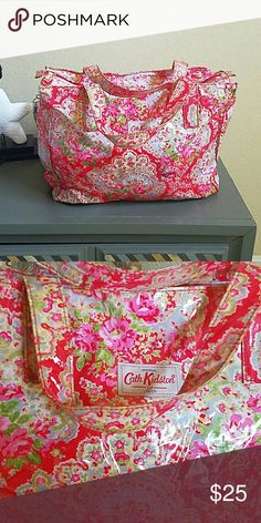Cath kidston zippered tote Plasticy feel makes it easy to clean cath kidston Bags