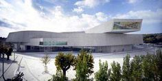 maxxi_1.jpg: This article reminds me of what architecture is. A built statement. It was probably also from the day fully saturated of architecture and site visits. It is all in the site!!! All in the site!