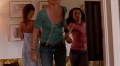 "Burn Notice 1x03 ""Fight or Flight"" - Fiona Glenanne (Gabrielle Anwar), Cara Stagner (DeDee Pfeiffer) & Sophie Stagner (Natalie Dreyfuss)"