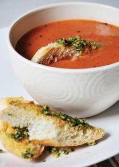 Adatta all'estate, la zuppa di pomodori fredda è veloce da preparare, semplice e molto aromatizzata, ideale per i pranzi o le cene dopo il mare o al mare. Dips, Gourmet Recipes, Healthy Recipes, Kitchen Confidential, I Love Food, Finger Foods, Thai Red Curry, Buffet, Estate