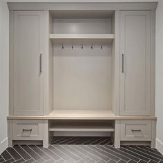 Awesome small mudroom design ideas (2)