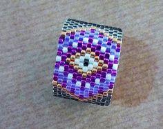 Handmade jewelry with Miyuki beads & Swarovski crystals by SouSouHandmadeArt Bead Loom Patterns, Peyote Patterns, Beading Patterns, Diy Beaded Rings, Beaded Jewelry, Beaded Bracelets, Tutorial Punto Peyote, Tutorial Anillo, Tapete Floral