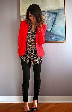 Saco rojo + animal print, audaz, me encanta la combinación para ir a la oficina.