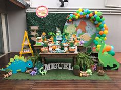 Dinosaur First Birthday, Boys First Birthday Party Ideas, Baby Boy 1st Birthday, Boy Birthday Parties, Birthday Party Decorations, Die Dinos Baby, Baby Dino, Dinosaur Party Favors, Baby Party