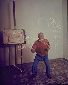 1949. Pablo Picasso attempts to draw a Minotaur with a light pen in his home in Vallauris  #PabloPicasso #Picasso #painter #artist #art #Minotaur #drawing #lightpen #Vallauris #GjonMili #historyinpictures #historicalpix