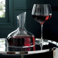 Brandy and Wine. Easy To Understand Wine Tips For The Average Consumer. For those who love wine, this article is for you! This article has lots of tricks and tips to boost your wine knowledge. You will truly enjoy wine once you Red Wine Decanter, Wine Cellar Racks, Wine Rack, Wine Safari, Barolo Wine, Pinot Noir Wine, Red Wine Glasses, Wine Education, Wine Guide