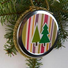 Decorazioni di Natale con il riciclo: il tappo della confettura diventa un addobbo per l'albero