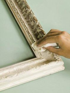 Annie Sloan shares a wonderful technique that works to bring out the beautiful detail on gilded surfaces with pronounced carving such as mirrors and frames! Buy Annie Sloan Chalk Paint®‎ from local stockist Brenda Brown @ Annex of paredown in Ann, Arbor Chalk Paint Projects, Chalk Paint Furniture, Furniture Projects, Diy Projects, Chalk Crafts, Annie Sloan Painted Furniture, Furniture Refinishing, Paint Ideas, Refurbished Furniture