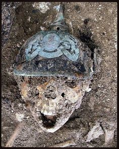 Above is a very grizzly and shocking find, found in a trench on the former Western Front somewhere in France. Ww1 Soldiers, Wwi, World War One, First World, Post Mortem, Picture Tag, Clemson, Historian, Time Travel