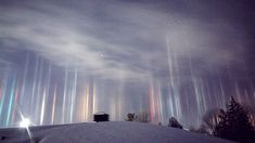 Photographers Manage to Capture Amazing Light Pillars In Northern Ontario - UltraLinx