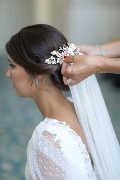La boda de Marta y Sergio – Querida Valentina Bridal Veils And Headpieces, Wedding Veils, Wedding Bride, Wedding Dresses, Dream Wedding, Veil Hairstyles, Formal Hairstyles, Wedding Hairstyles, Short Bride