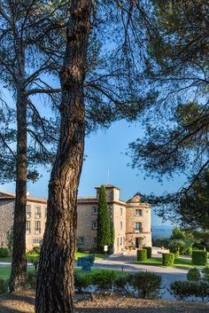 La Bastide de Tourtour is a four star hotel which is located between Provence and the côte d'azur, in the heart of a 4 hectare parc.  The site, being on the heights of Tourtour, allows our guests to benefit from a 180km panoramic view, bringing together 3 departments.