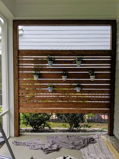 Make this DIY Privacy Screen this Weekend! Great for patios and porches - - Want a little more privacy in your life? We don't blame you. Make this beautiful privacy screen/planter wall in just a weekend using this tutorial. Screened In Patio, Diy Backyard, Diy Patio, Backyard Landscaping Designs, Diy Outdoor, Diy Privacy Screen