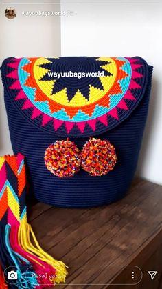 Bolso tapestry Mochila Crochet, Crochet Tote, Crochet Pillow, Crochet Shoes, Crochet Purses, Knit Crochet, Tapestry Crochet Patterns, Tapestry Bag, Leather Clutch Bags