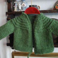 """Visst vill du värma ett litet barn! Ta till vara alla restgarner och var med i vår satsning """"Sticka och skicka"""". Beskrivningarna är hämtade från böckerna """"Värma en liten"""" och """"Restvärme"""". Knitting For Kids, Baby Knitting Patterns, Baby Boy Cardigan, Bra Hacks, Knitted Animals, Knit Crochet, Textiles, Pullover, Children"""