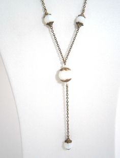 Collier sautoir en perles de verre translucide par kalaniparis