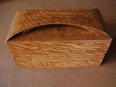 Box with integrated handle