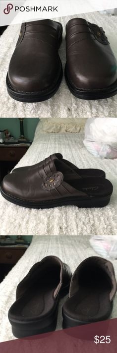 Clark's shoes They are brown with emblem on side of shoes. Excellent condition nice pair of shoes. They come from a smoke and pet free home. Thanks for looking. Clarks Shoes Mules & Clogs