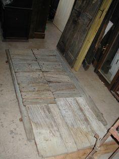 Un Portone antico del ' 600 prima del restauro.