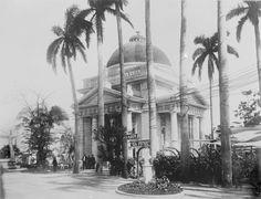 Jardin El Fenix, edificio del Municipio de La Habana alrededor de 1910.