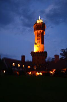 Hotel L'Auberge (Punta del Este, Uruguai) | L'Auberge, con su torre de agua, fue la primera construcción que existió en el Barrio Parque del Golf, que hoy es la zona residencial más cotizada de Punta del Este. www.laubergehotel.com/ ___________________________________  L'Auberge, com sua torre de água foi o primeiro edifício a ser erguido no Bairro Parque del Golf, é agora a mais procurada área residencial de Punta del Este. www.laubergehotel.com/ _________________...