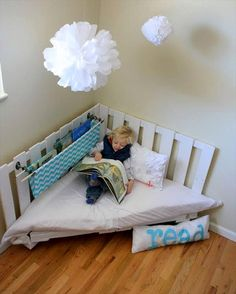 Pallet Kids Sectional Seat or Daybed - 10 Pallet Ideas for Kids to Tryout This Year | 99 Pallets