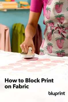 How to Block Print on Fabric for Gorgeous, Creative Handmade Designs Summer Arts And Crafts, Creative Arts And Crafts, Easy Apron Pattern, Fabric Outlet, Fabric Stamping, Handmade Stamps, Retro Fabric, Fabric Scraps, Felt Fabric