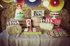 mesa de dulces fiesta en la Granja decoración fiesta evento infantil cumpleaños y comunión - sweet table kids children birthday farm party decoration miraquechulo