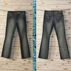 Guess - Naomi Jeans size 31 Never worn so in perfect condition. Very crisp looking denim with a little stretch. 2% spandex. Guess Jeans Boot Cut
