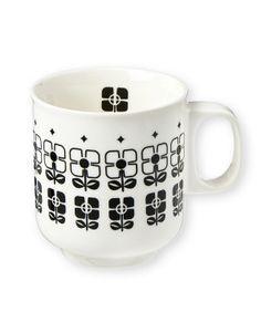 Aus der Kollektion von Mr & Mrs Clynk stammt diese Henkeltasse aus Weichporzellan. Im klassischen Design gehalten, kann sie sowohl als Tee- als auch als Kaffeetasse genutzt werden.