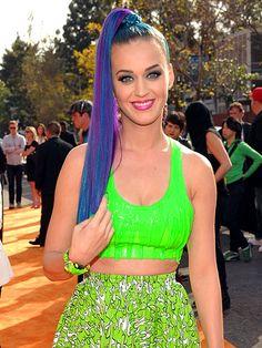 Z teenagereského snu nás probudila Katy Perry na cenách Kids Choice Awards. Takhle by na pražský gympl přišla asi jen jednou...
