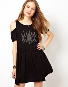 Ok, so not only is it NEARLY the weekend and the sun is shining- but there's NEW MINK PINK over at ASOS- happy days indeed!    http://www.asos.com/Minkpink/Minkpink-Eyes-On-Me-Smock-Dress-With-Cold-Shoulder/Prod/pgeproduct.aspx?iid=3018998=minkpink=0=0=36=-1=Black