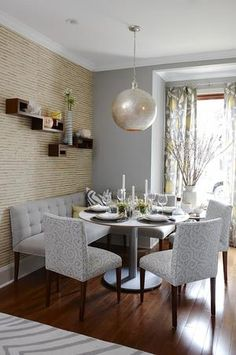 ARTICLE + GALLERY: How to Go Gray When Your Entire House Is Beige - Pt. 2 Coin Banquette, Banquette Seating, Table Seating, Kitchen Nook, Kitchen Dinning, Dinning Room Bench, Small Dining Room Sets, Corner Bench Dining Set, Dining Room Banquette