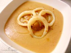 Nella stagione fredda adoro mangiare creme e zuppe e mi piace prepararne sempre di diverse. Su un vecchio numero di Cucina moderna ho trovato questa crema