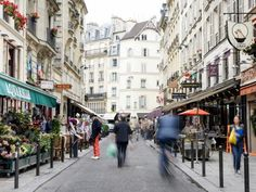 Cut through the clutter! We tell you what you should see in each of Paris' amazing neighborhoods.